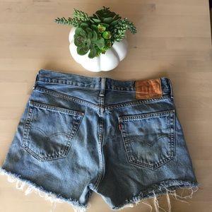 Levi's cut off shorts size 33 (CE)